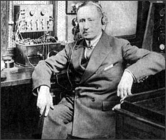 Marconi hace realidad la tecnología inalámbrica cuando el seguía la regata de Kingstown y manda un reporte a un periódico de Dublin, Irlanda.