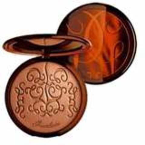 Guerlain invente la Terracotta.