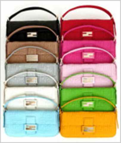 Lancement du sac baguette conçu par Sylvia Fendi, avec le très célèbre logo dessiné par Karl Lagerfeld