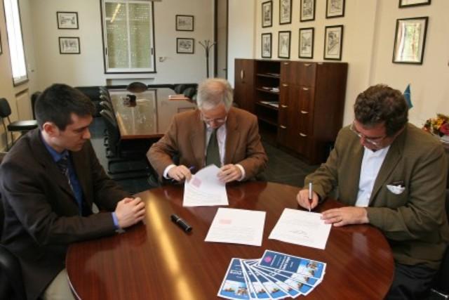 Se firma el acuerdo.