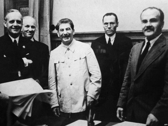 Ribbentop/Molotov Pact (Nazi-Soviet pact)