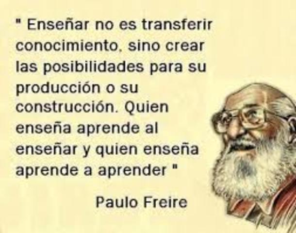 """Paulo Freire  recibe el permio Internacional """"Paz y Educación"""" de la UNESCO."""
