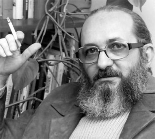 nace Paulo Freire