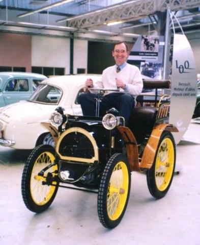 1898 Renault construye su primer vehículo