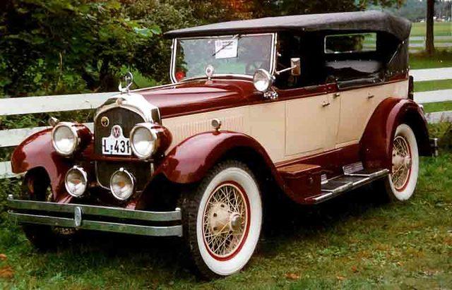 1926 entra al mercado un automóvil de lujo