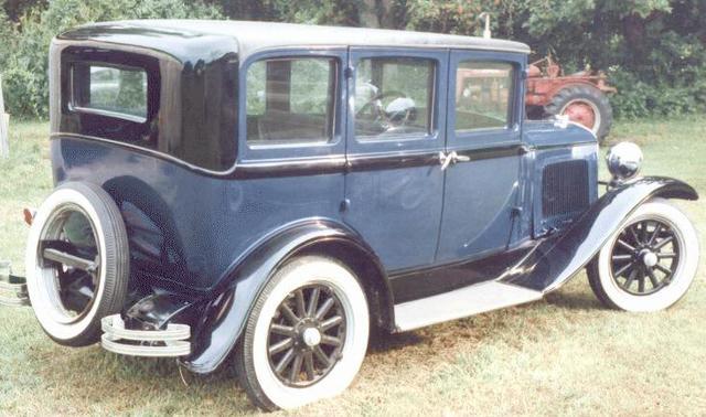 1928 primer automóvil de precio medio