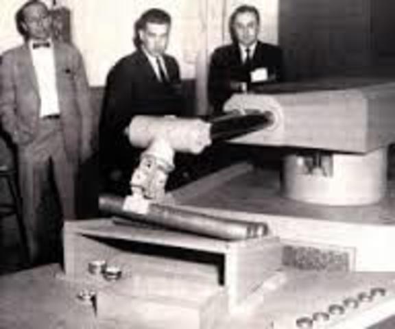 Se crea el primero robot comercial