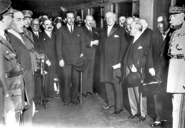 Exilio de Alfonso xlll a París