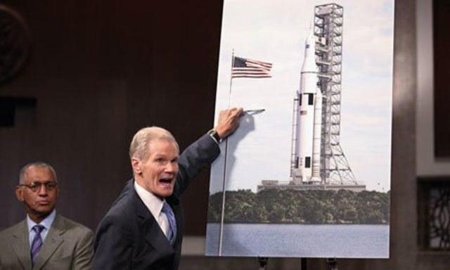 NASA announces that it still plans to send the 450 people to the moon