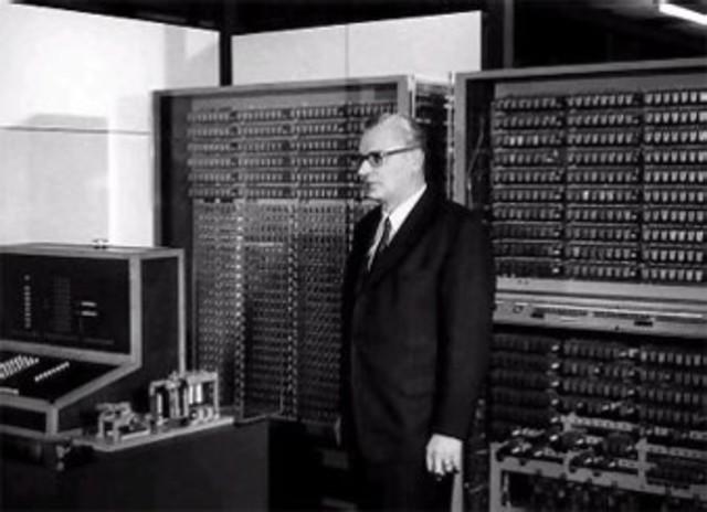Invención Acercada A El Primer Computador