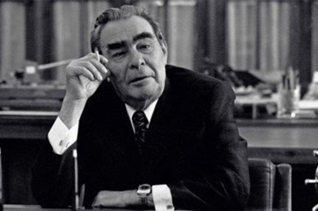 Leonidas Brezhnev sustituye a Jruschev