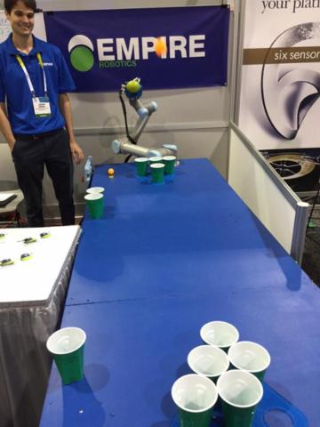 Un brazo robótico jugó pong de cerveza.
