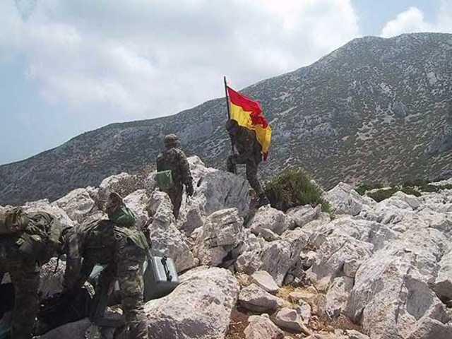 El Ejército desaloja a fuerzas marroquíes del islote de Perejil, junto a Ceuta