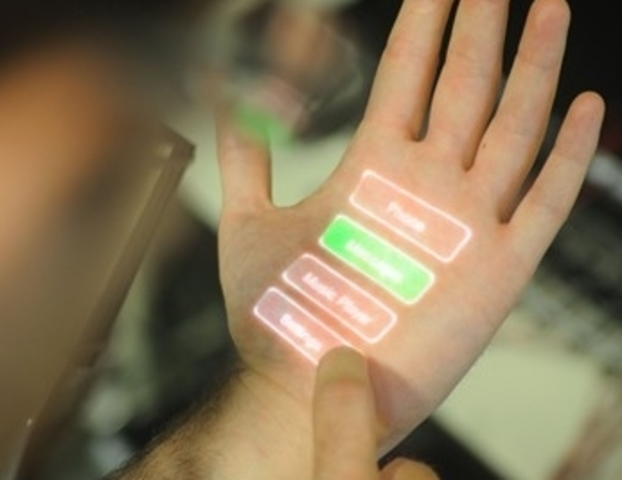 Equipamiento electrónico adaptado al cuerpo.