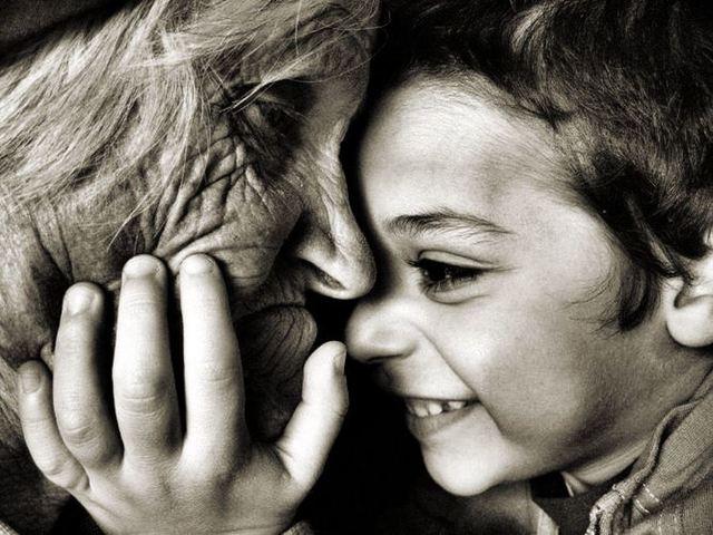 Muerte de su padrastro y vida con su abuela
