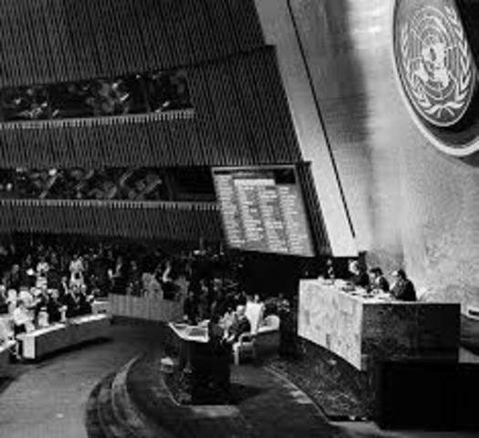 España es admitida en la ONU.