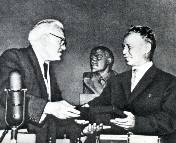 Вручение М. А. Шолохову Ленинской премии