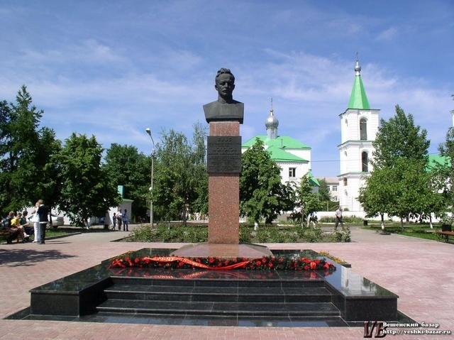 Бюст Шолохова в станице Вёшенской