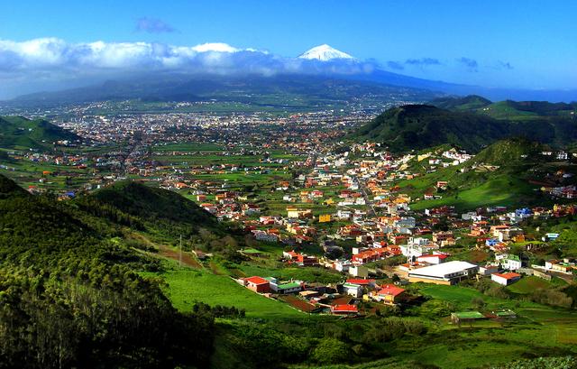 La Unesco declara a San Cristóbal de La Laguna (en las islas Canarias) Patrimonio Cultural de la Humanidad.