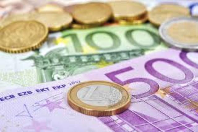 The Euro Enters Circulation