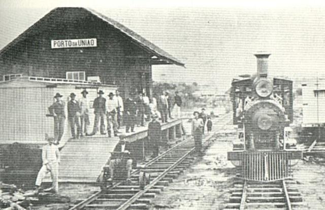 Inicia a construção da ferrovia no território do Contestado
