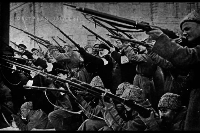entra en guerra del lado de los imperios centrales (alemán y austrohúngaro).