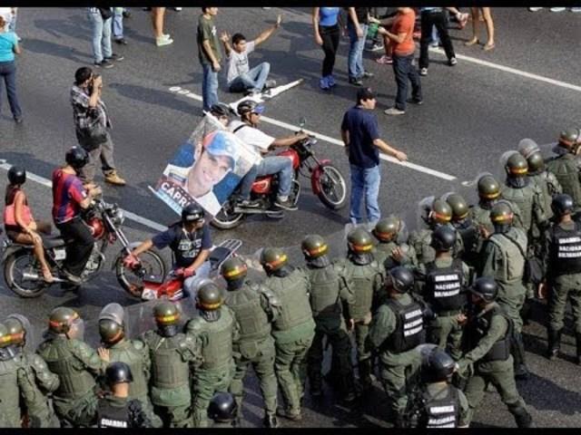 Encarcelación de opositores al régimen y manifestaciones reprimidas violentamente en el país.