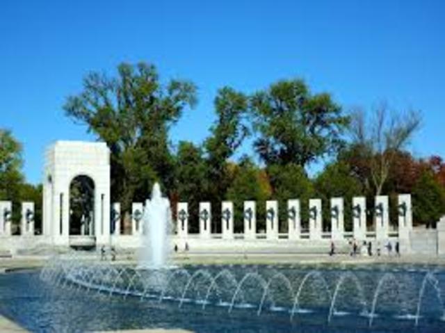 The World War II Memorial is dedicated in Washington, D.C.