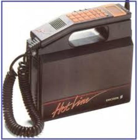 Aparece la Primer generacion de  sistema de telefonia celular automatica NMT