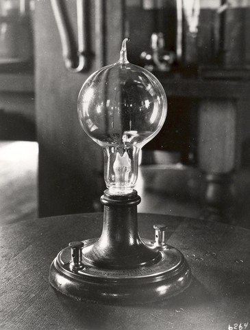 The first commercially successful light bulb