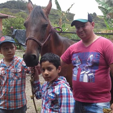 Montando caballos