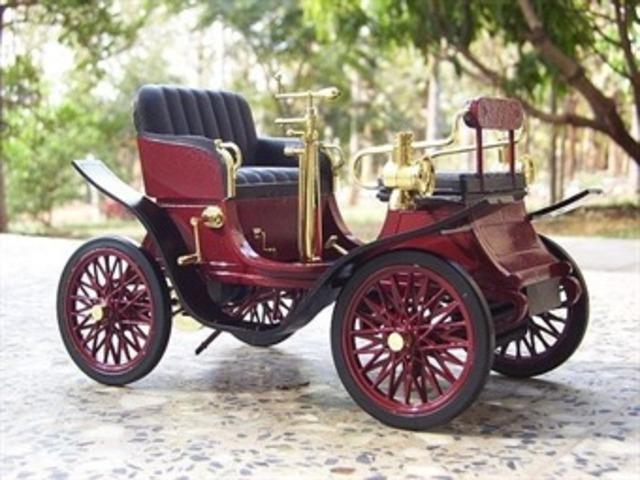 Automovil de 4 Ruedas . 1887
