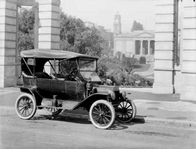 Automovil Con Llantas de Acero .1889