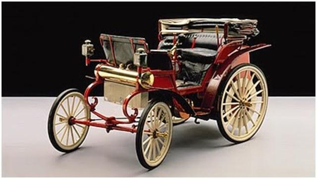 Automovil motor bicilindrico . 1894