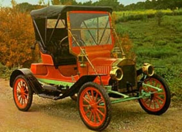 Automovil con motor a gasolina .1906.
