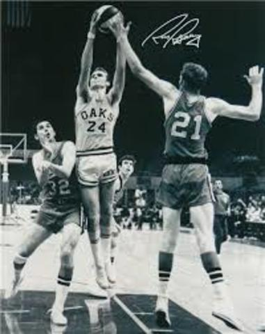Rick Barry Becomes First Big Name to Jump Leagues