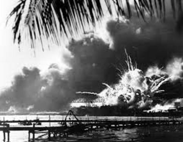 La base militar estadounidense de Pearl Harbor fue atacada por la aviacion japonesa