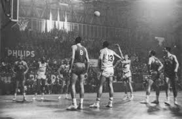 El baloncesto se difundió rápidamente por todos los Estados Unidos y Canadá y ascendido a categoría Olímpica