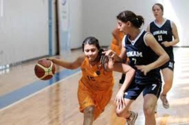 Se crea el primer reglamento oficial femenino. Se introduce el baloncesto femenino en filipinas