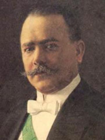 Álvaro Obregón asume la presidencia.