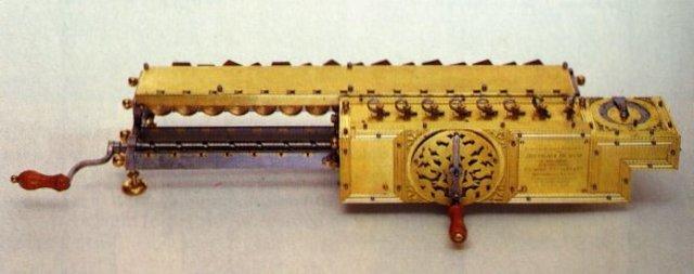 Invenção da calculadora de Gottfried Leibnitz em 1672.