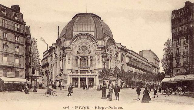 En París, el Hippodrome del bulevar de Clichy se convierte en el Gaumont Palace, el cine más grande de Europa, con capacidad para 5.000 espectadores.