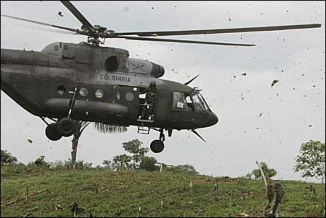 Contingente de fuerzas armadas y policiales de Colombia llevó a cabo un intenso ataque aéreo en contra de campamento de las FARC