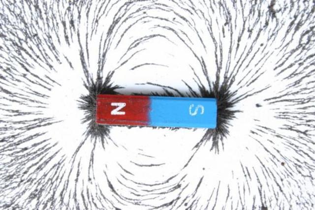 Se descubre la atracción magnética