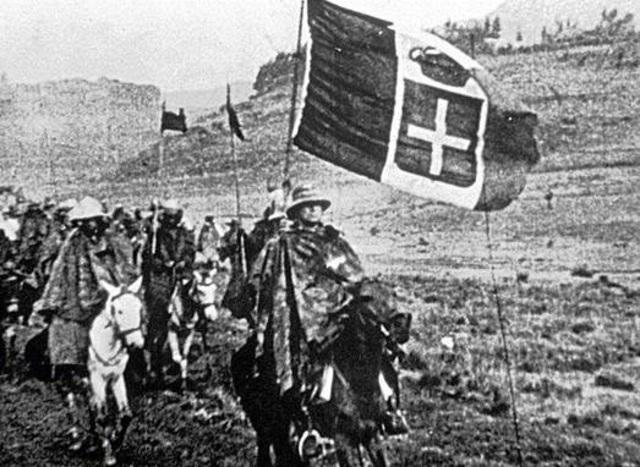 1935.  Italia invade Abisinia.