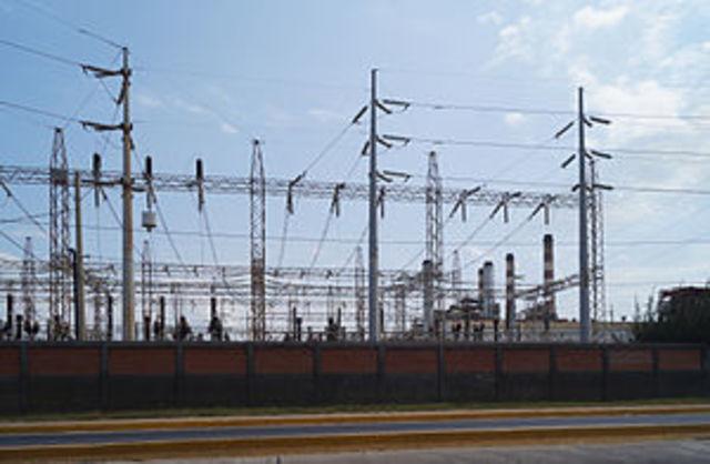Gobierno fija la venta de 5 eléctricas