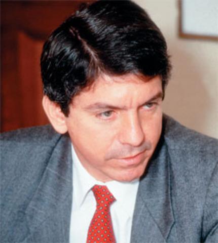 Cesar Gaviria Despues De Estragos En La Republica Se Posesiona En La Presidencia