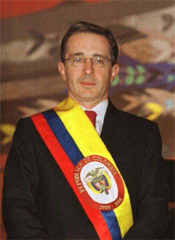 Alvaro uribe Velez Llega A La Presidencia