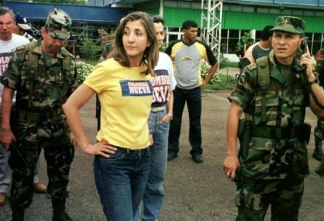 Ingrid Betancourt, decide ingresar en la misma región con el fin de solidarizarse con el pueblo de San Vicente del Cuagán.