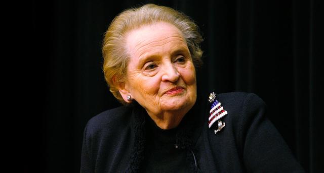 Madeleine Albright es nombrada secretaria de Estado.